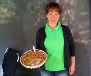 Maria Johansson vann första pris i Äppelpajstävlingen på Julita. Jätteroligt att hon hade använt min Kiss me, spank me i pajen.