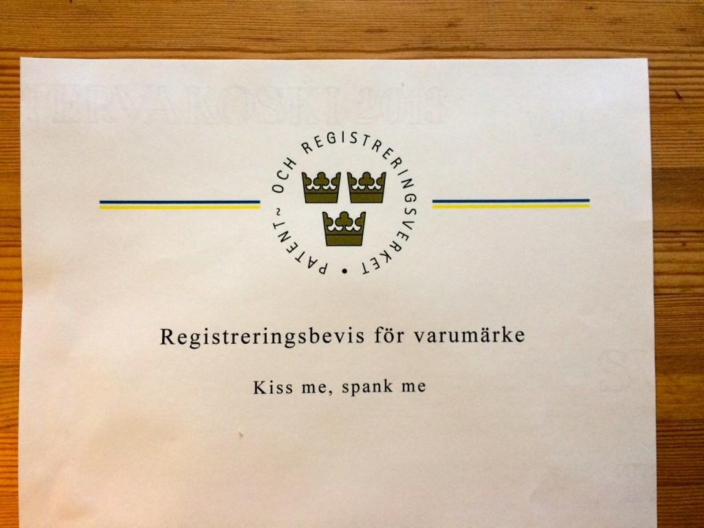 Nu är Kiss me, spank me ett skyddat varumärke.